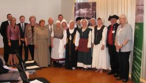 Ehrung der Frauengeschichtswerkstatt Herrenberg: Foto aller Geehrten bei der Verleihung der Ehrennadel des AK Heimatpflege 2012 in Kornwestheim