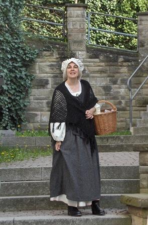 Dr. Claudia Nowak-Walz als Magd in der Unterstadt.