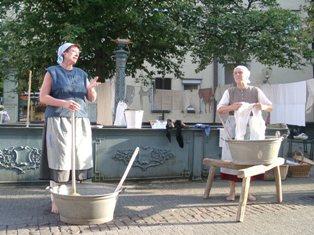 Waschfrauen beim Haus Böckle