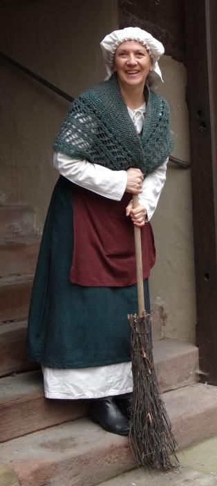 Im Spitalhof trat eine Frau im Kostüm einer Bürgersfrau aus dem 16. Jahrhundert auf und berichtete über Maria Andreäs Engagement für Arme und Kranke.