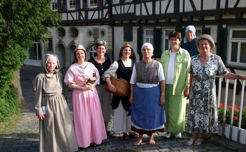 Foto der Frauengeschichtswerkstatt Herrenberg mit der Frauenbeauftragten Birgit Kruckenberg-Link, aufgenommen von der Journalistin Sabine Ellwanger im Juni 2005.
