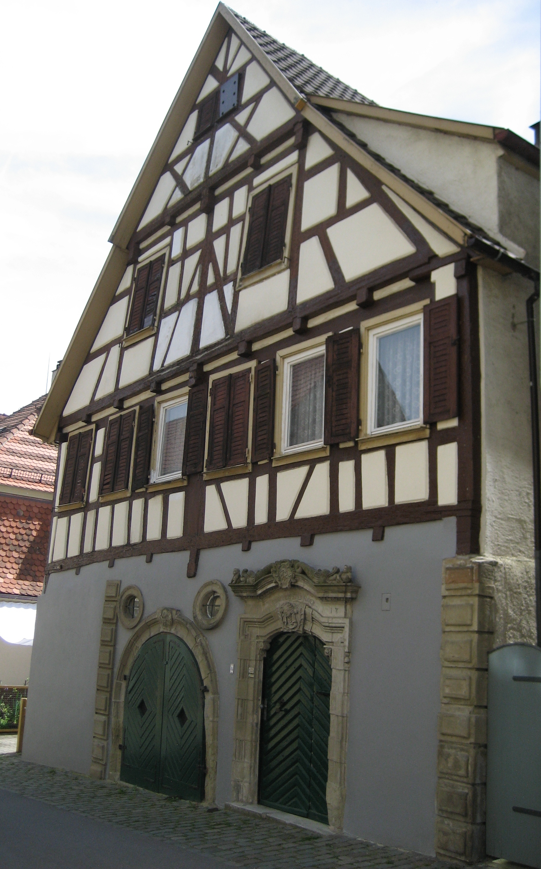 Foto des Hauses in der Schuhgasse 4 in Herrenberg. An dieser Stelle befand sich bis zum Stadtbrand von 1635 das Geburtshaus der Maria Andreä.